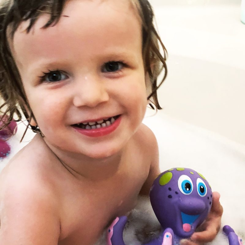 Two In Tow & On The Go Review: Nuby Octopus Hoopla ring toss bathtoy_1