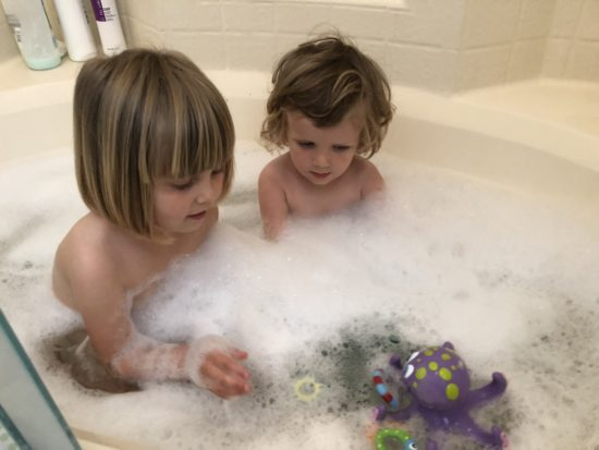 Two In Tow & On The Go Review: Nuby Octopus Hoopla ring toss bathtoy_2