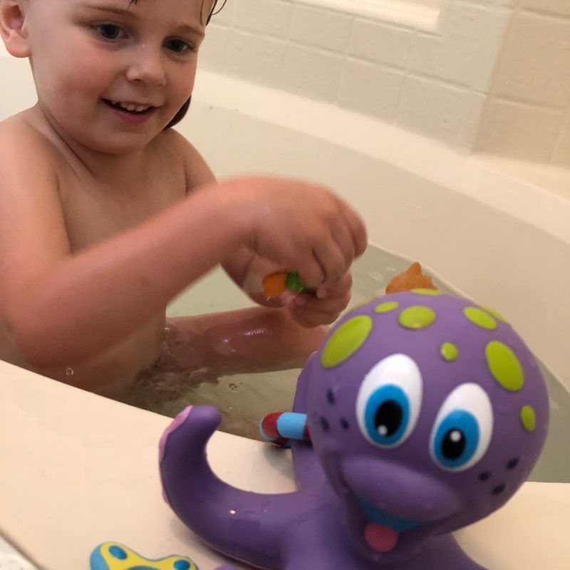 Two In Tow & On The Go Review: Nuby Octopus Hoopla ring toss bathtoy_4