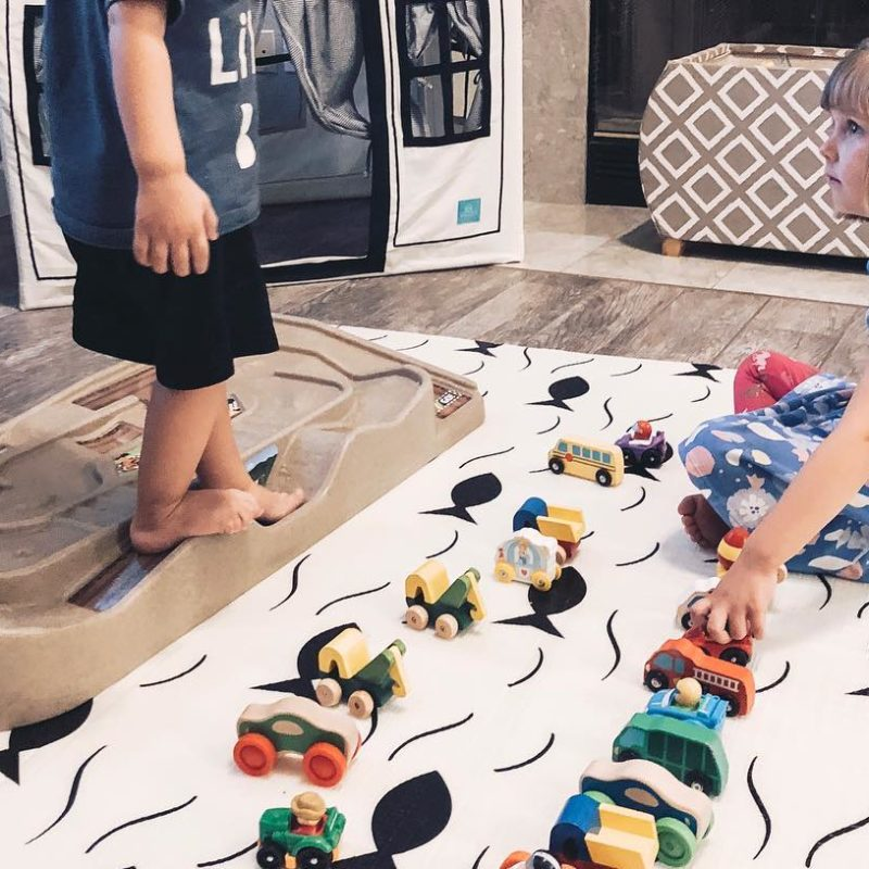 Simplay 3 Carry & Go Track Table Review_A great holiday gift for kids_4